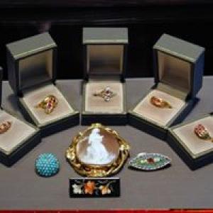 Aura Jewelers