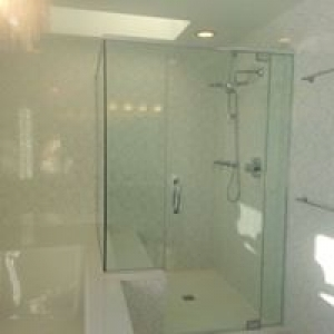 Ashland Glass & Mirror Design