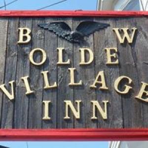 B & W Olde Village Inn